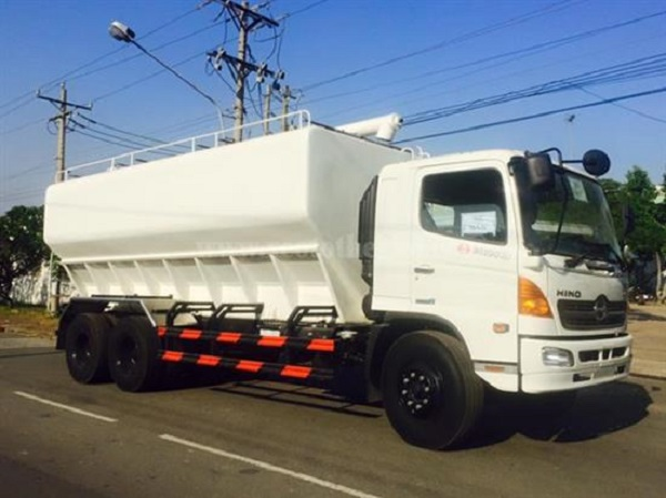 Những lý do vì sao nên mua xe chở thức ăn gia súc Hino